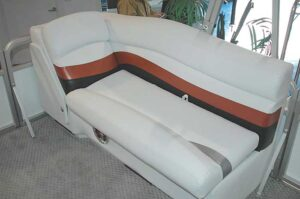 Manitou Oasis boat seating